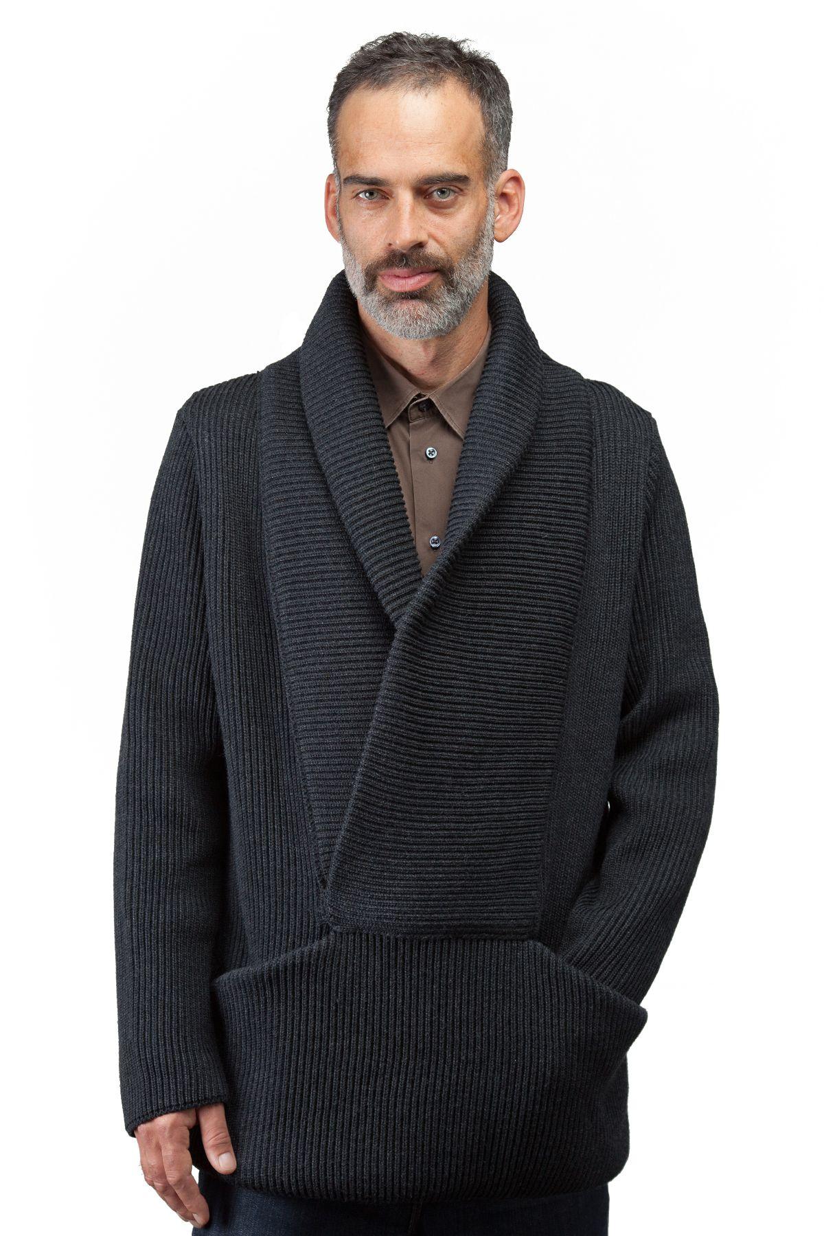 Taille P/M et G/TG, 100% laine Mérinos provenant d'Italie, tricot côte du pêcheur, col châle, poches à l'avant, disponible en 3 couleurs, fabriqué à Montréal, design québécois Boutique en ligne: www.breedknitting.com #knits #menswear #fw201314
