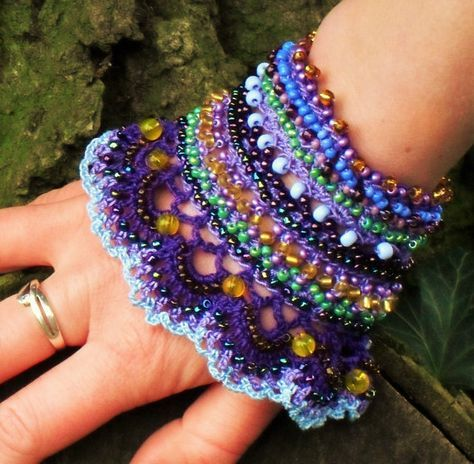 crochet beaded cuff bracelet, statement jewelry, beaded accessoire, prom corsage, colorful wrist band, gift for her, purple, lilac, Viola