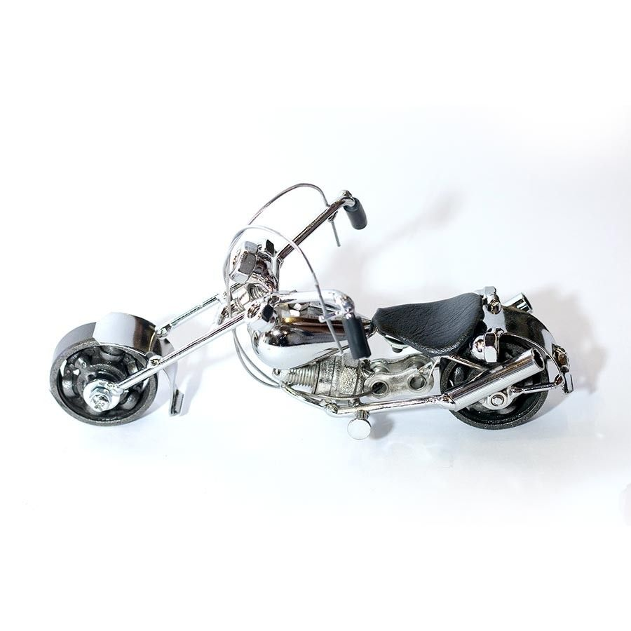 Harley Davidson : Motorcycle Model Metal Sculpture – Silver Young Room