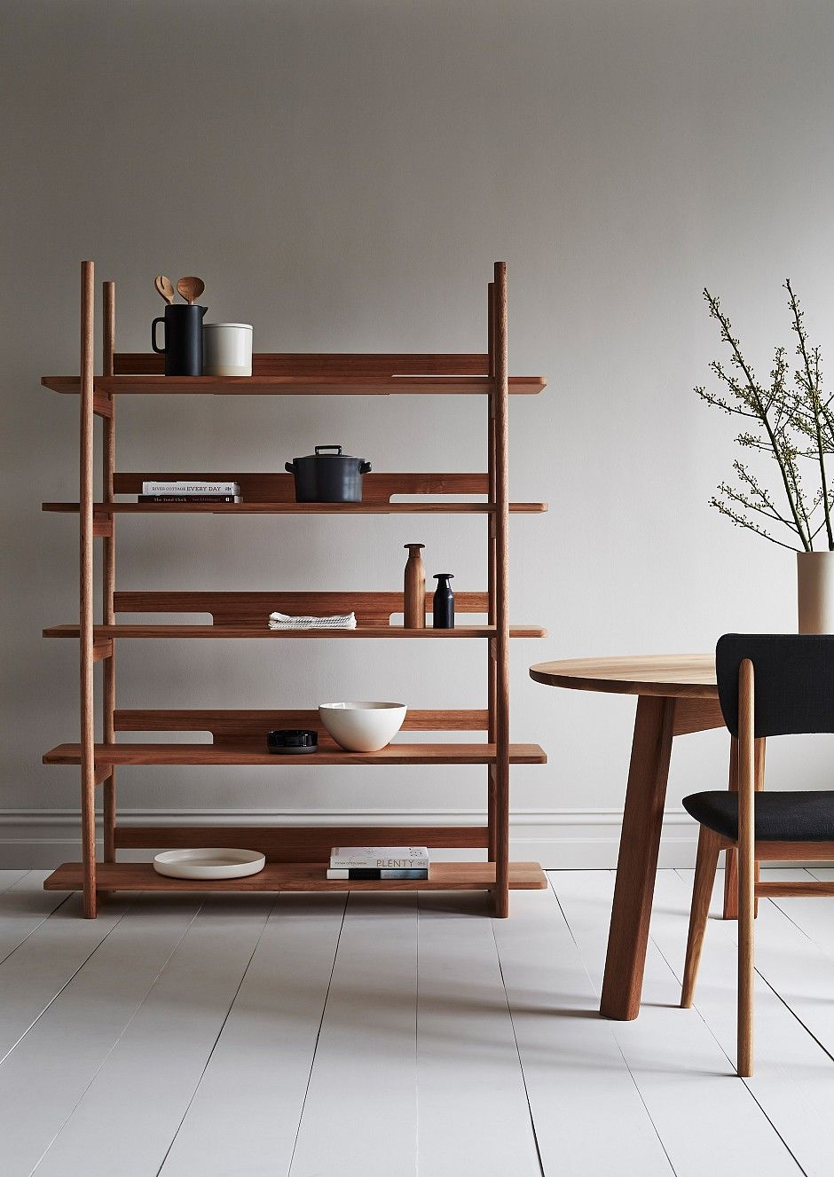 Pingl par inside out sur shelves storage pinterest for Minimalisme rangement