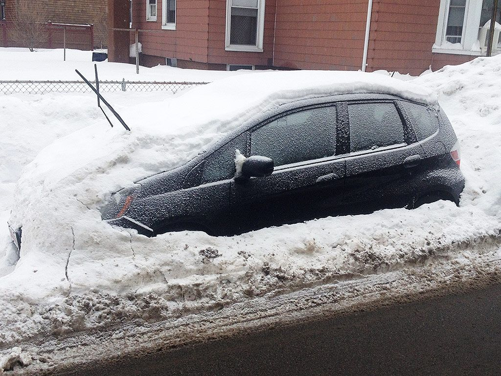 Boston Woman Uses Tinder to Find a Guy to Dig Out Her Car After Snowstorm Tinder #Tinder