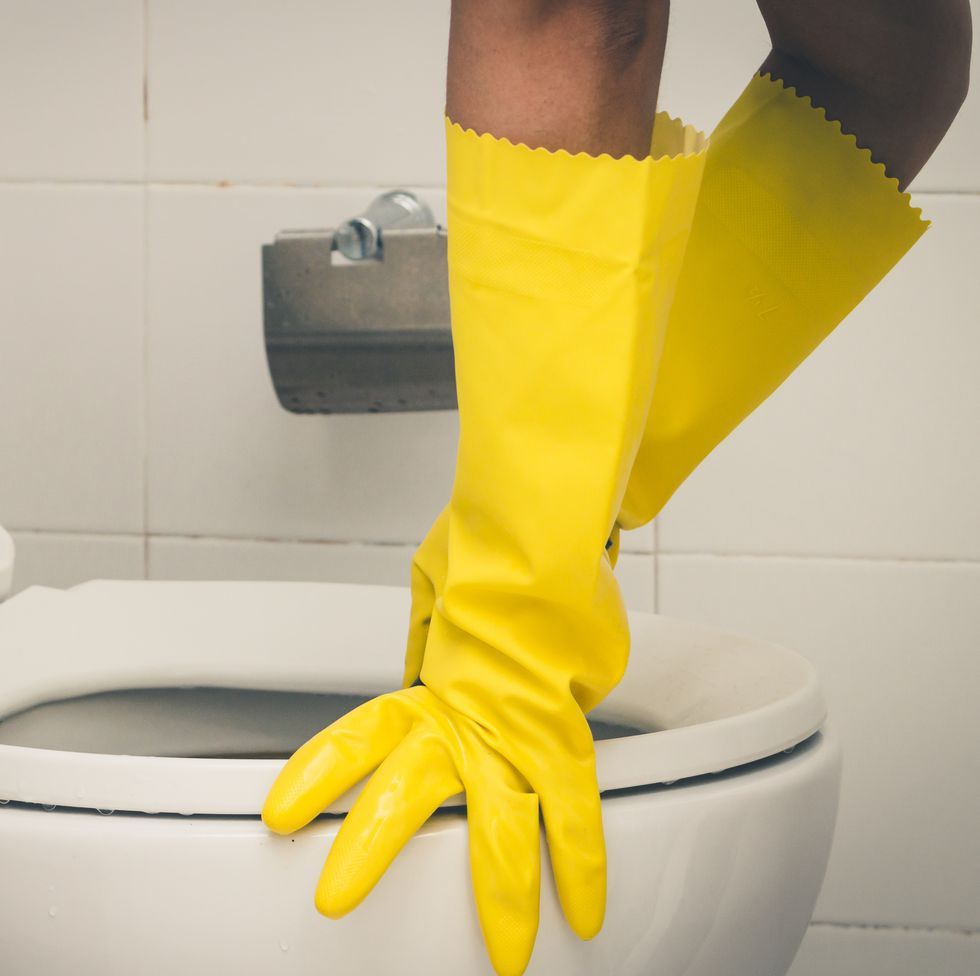 How to Unclog a Toilet Using Only Common Household