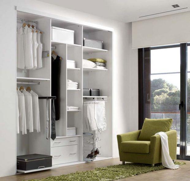 Armarios interior a medida de armario empotrado acabado en blanco polar ref ar05 mobelinde for Fabricantes de muebles de cocina en barcelona