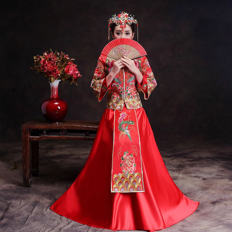 93c4f7aa6f Red-Trailing-Qipao-Women-Bride-Traditional-Wedding-Gown-2018-New-Chinese -Phoenix-Embroidery-Dress-Cheongsam-Style