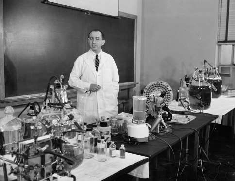 33 Of The Most Amazing Science Breakthroughs In History Science History Scientific Breakthroughs