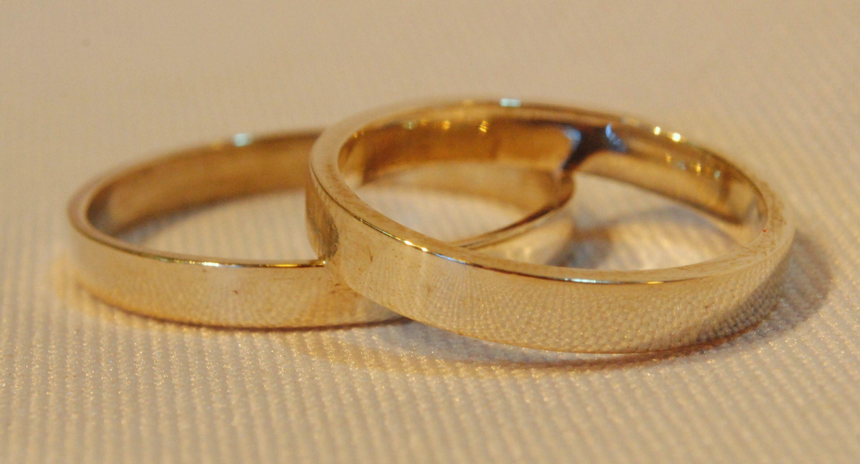 Alianzas En Oro 18k En Cinta De 4 Mm De Espesor Anillos Para Novios Anillos De Boda Sencillos Anillos De Casados
