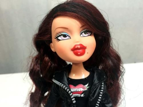 Bratz Doll Doll W Red Auburn Hair Black Streaks Nice Outfit I Do Not Know If This Is Her Original Outfit Doll Hair Hair Pictures Bratz Doll
