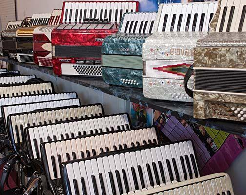 dave 39 s accordion school in atwater village los angeles ca also an accordion repair shop. Black Bedroom Furniture Sets. Home Design Ideas