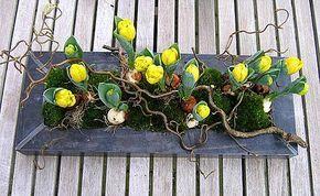 Bloemstukjes maken met mini-tulpen en mos