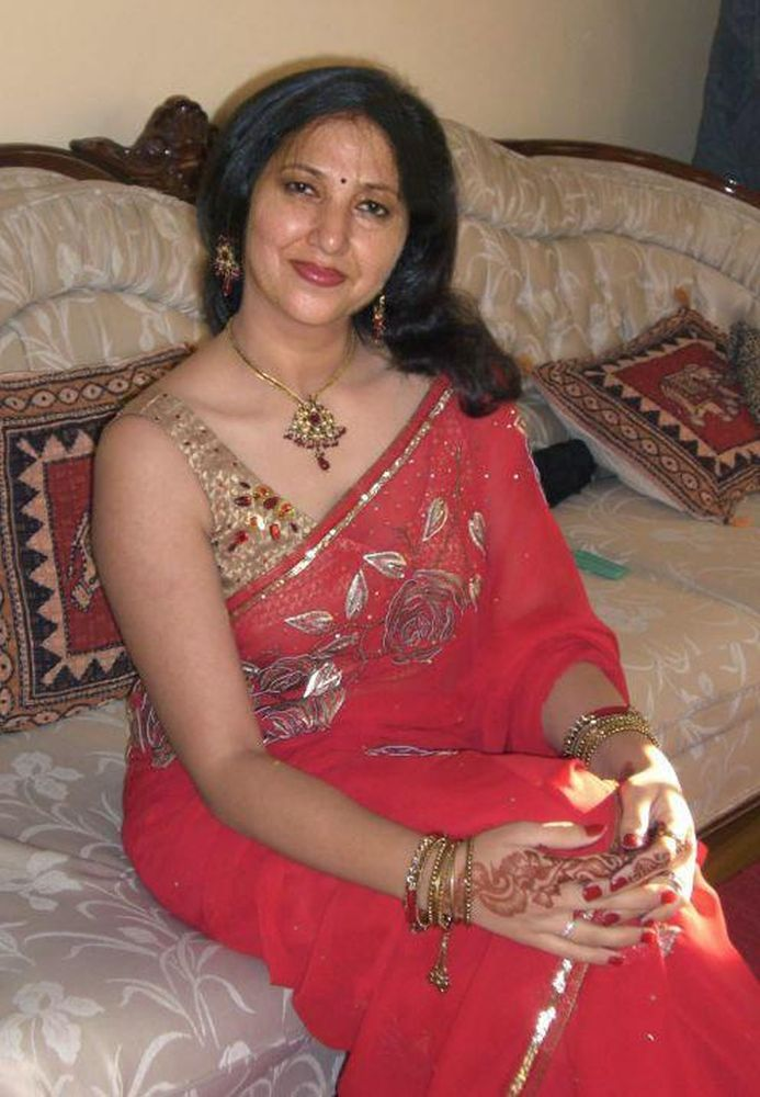 Traditional bengali milf with structure