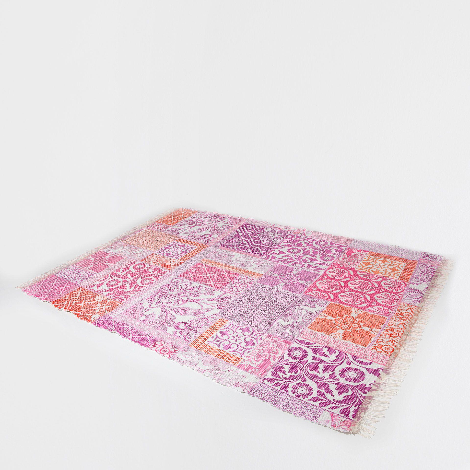 2018 年の「ピンクデジタルプリントカーペット - ラグ - インテリア小物