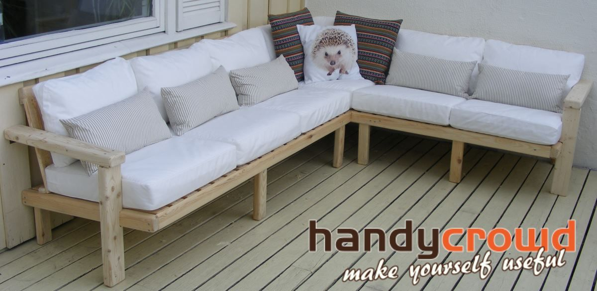 outdoor sofa made out of pallet wood pallets pallets and even rh pinterest co uk