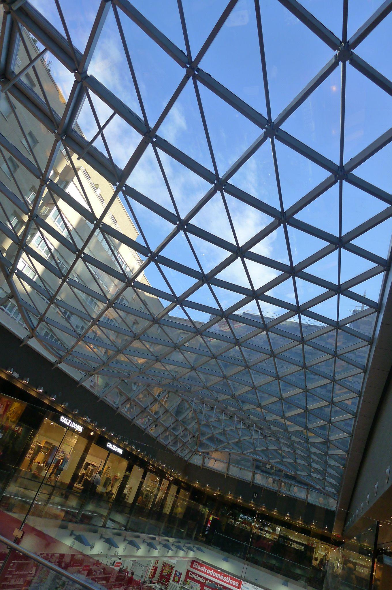 El Interior Del Centro Comercial Lucernario
