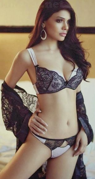 15 Hot And Sizzling Pics Of Pakistani Actress Sara Loren -7207