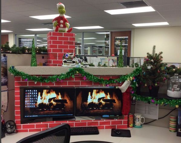 Christmas cubicle decorations - fireplace - 8 Cubicle Dwellers With Serious Christmas Spirit Christmas