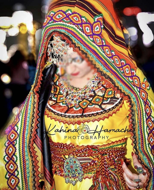 Robe kabyle ~berbère~ | Robe kabyle moderne, Robe de mariée kabyle, Mariée kabyle