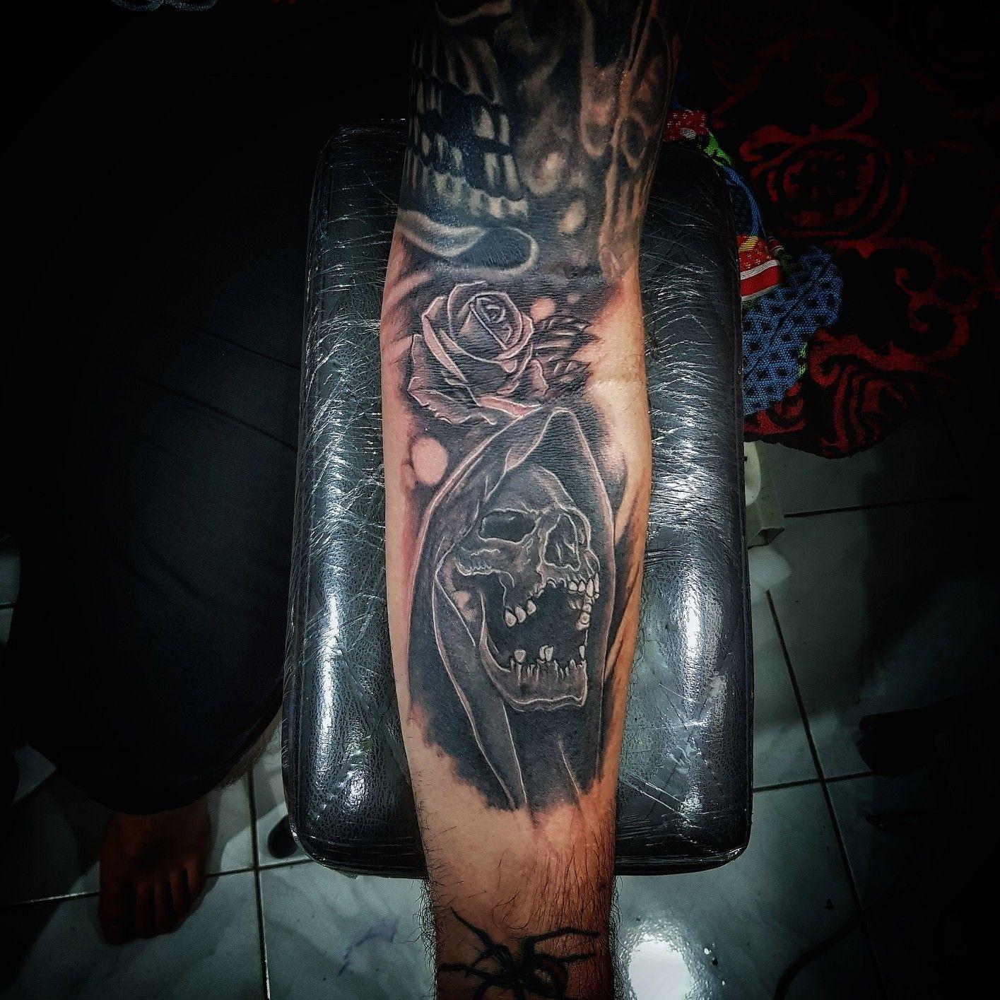 skull tattoo done by me agung dana goerat tattoo studio