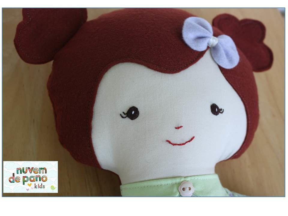 Boneca de pano - Mel  Feita à mão, em tecido 100% algodão e detalhes em feltro.  **Made from DollAndDaydreams Pattern**