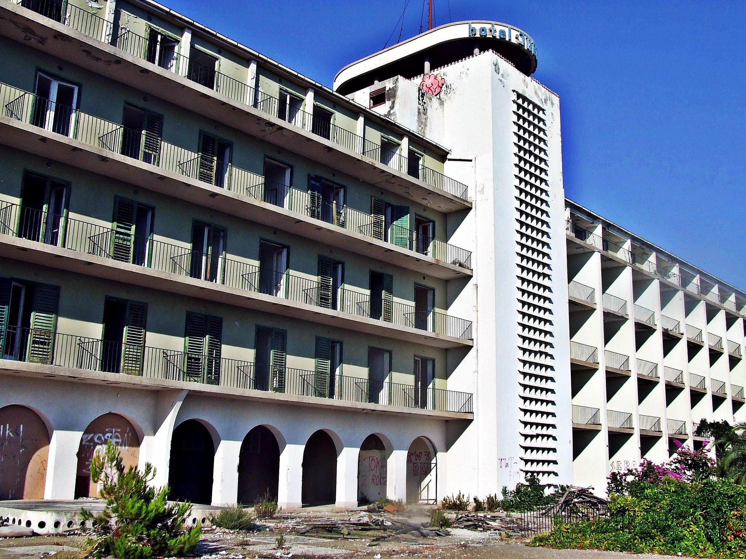 Opuszczony Hotel Jadran. Przykry Widok Chorwacja 2o13