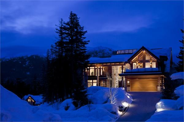 LUXURIOUS CONTEMPORARY WHISTLER ESTATE  |  Whistler, BC, Canada  |  Luxury Portfolio International Member - The Whistler Real Estate Co.
