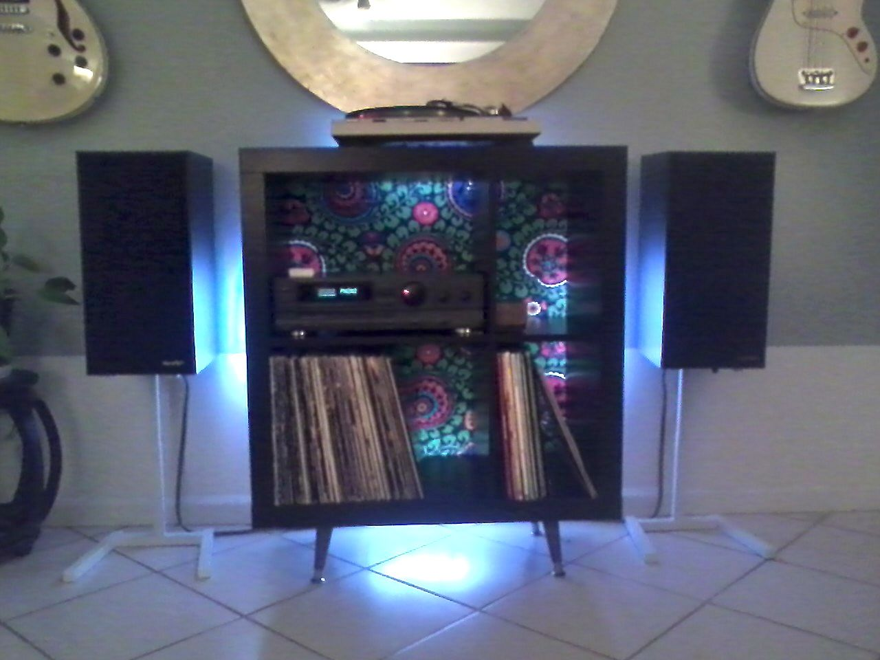 super popular 58e48 ab93d Turntable and Record Storage Hack   Home improvements ...