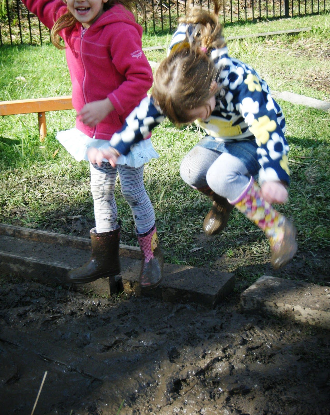 The Perks Of Play In Mud Educational >> People Playing In The Mud Google Search Mud Kids Playing