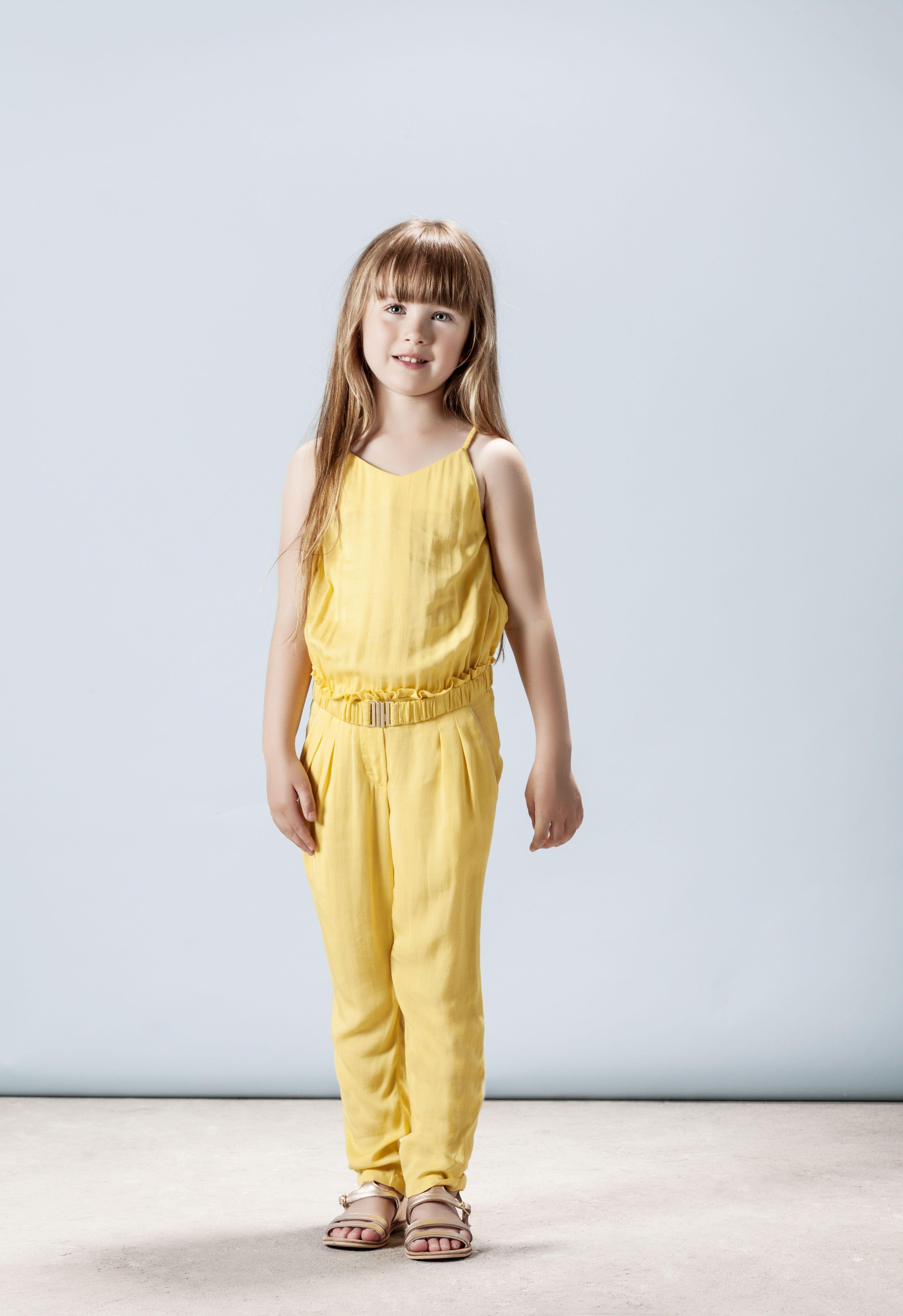 97aa416be09bb Look book Chloé enfant SS14 par Fovea design. Photographe  Karel Balas. Direction  artistique  Isis-Colombe Combréas. Style  Mélanie Hoepffner