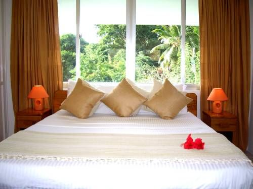 La Gayole Bel Ombre La Gayole offers self-catering accommodation located in Bel Ombre, just 3.5 km from Beau Vallon Beach. Victoria, the capital of Mahe can be reached in 6.5 km.  The bright and self-catering units offer a terrace or patio.