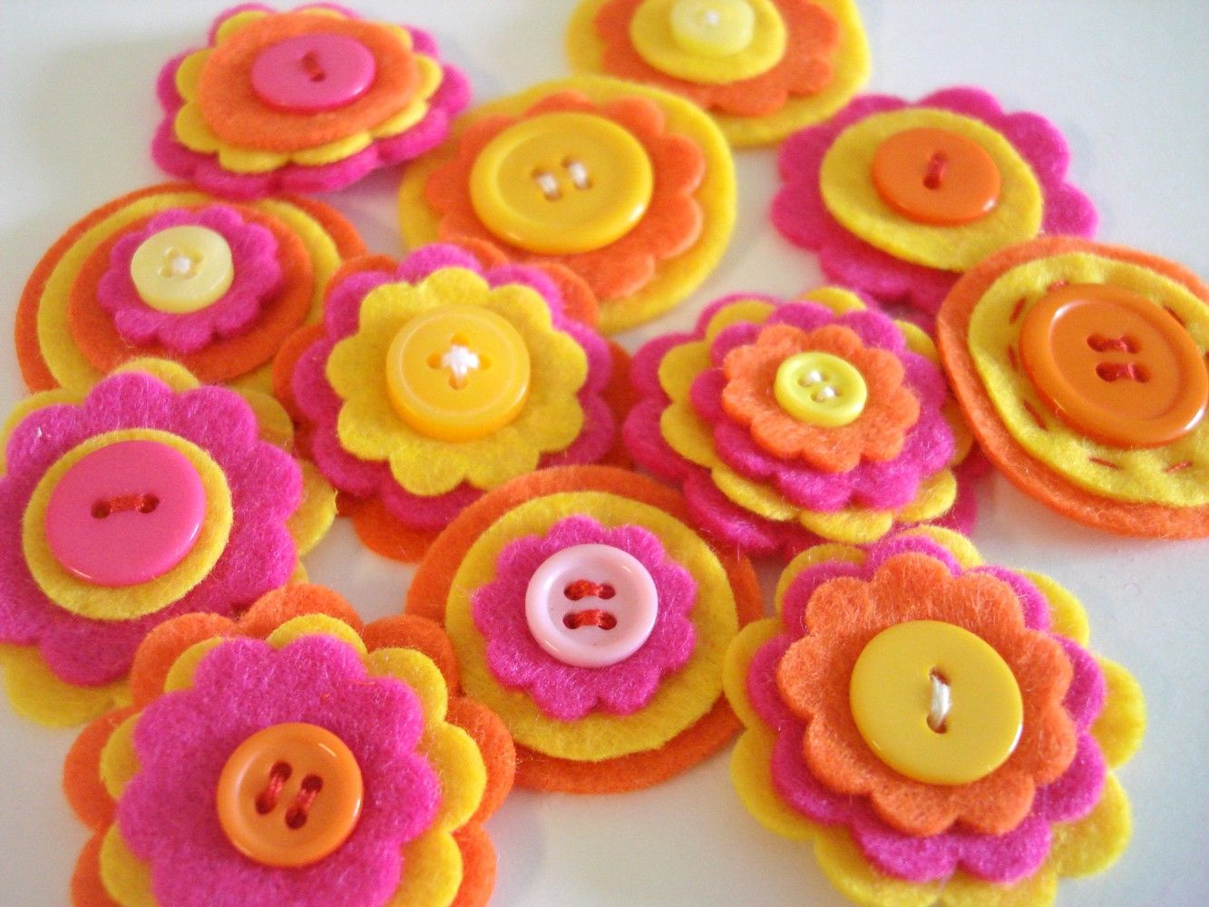 handmade felt  flower buttons for spring or summer http://www.theatreofyouth.org