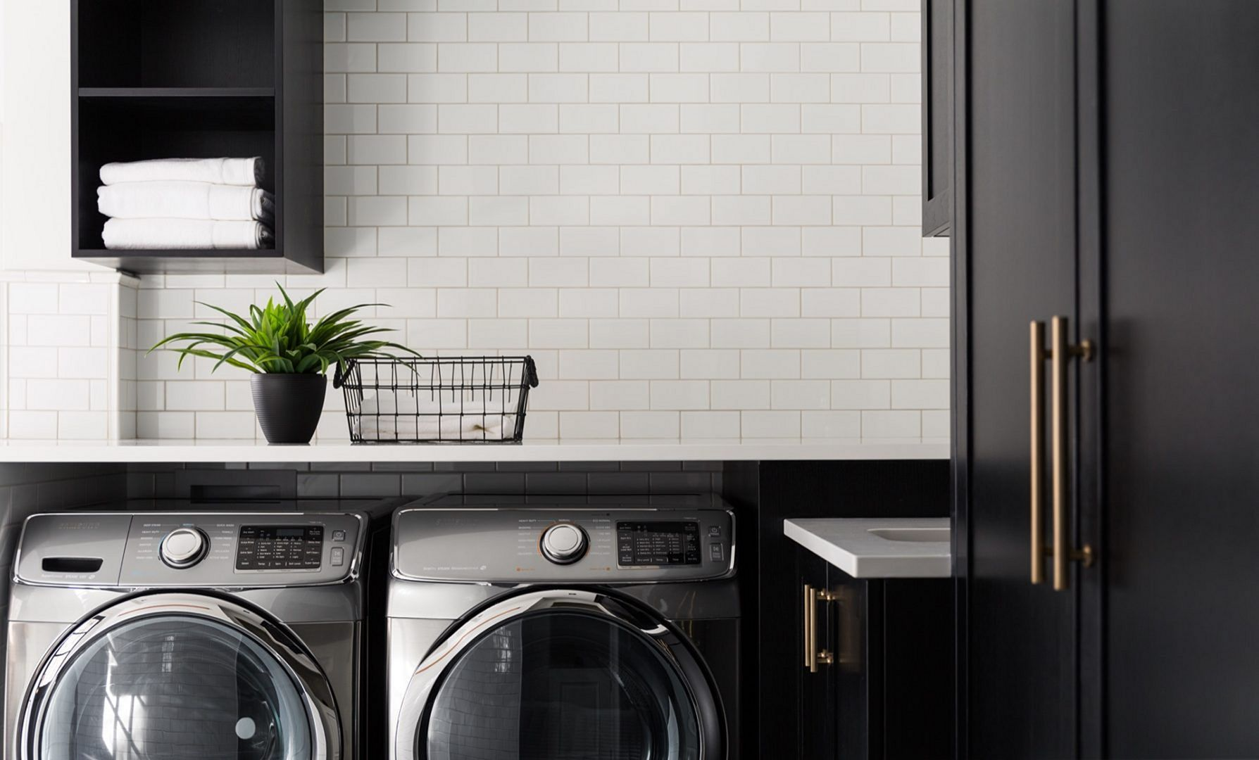 15 Fantastic Black And White Laundry Room Decoration Ideas On A Budget Laundry Room Colors White Laundry Rooms Laundry Room Color Schemes
