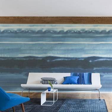 Панно в виде морских волн в гостинной