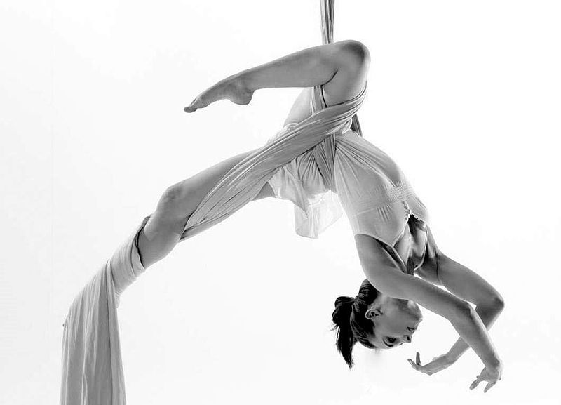 I want to learn Aerial Silks so badly. Beautiful.
