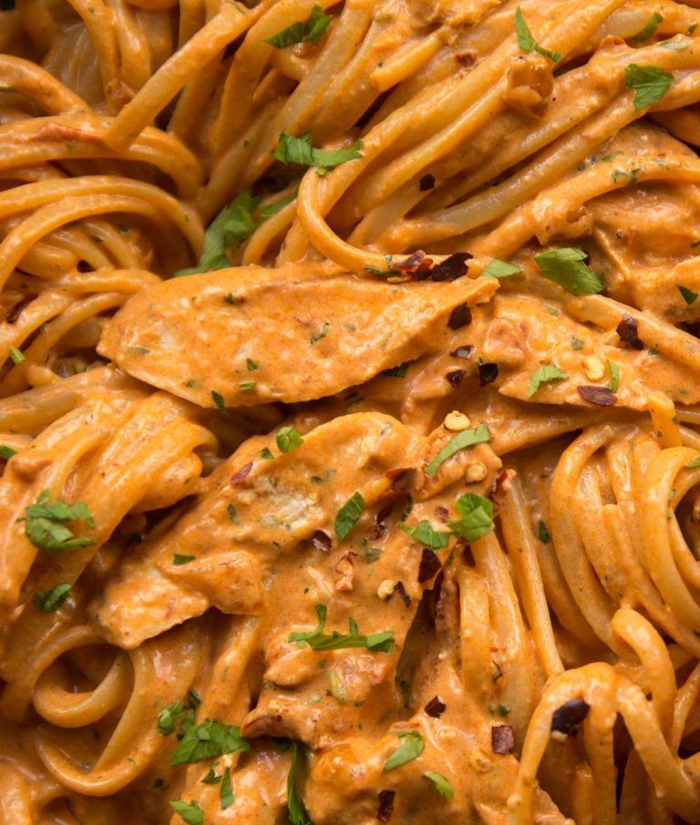 This Spicy Chicken Pasta Is The Perfect Level Of Spice Whilst Absolutely Bursting With Flavour It S Eas In 2020 Spicy Chicken Pasta Chicken Pasta Recipes Spicy Pasta