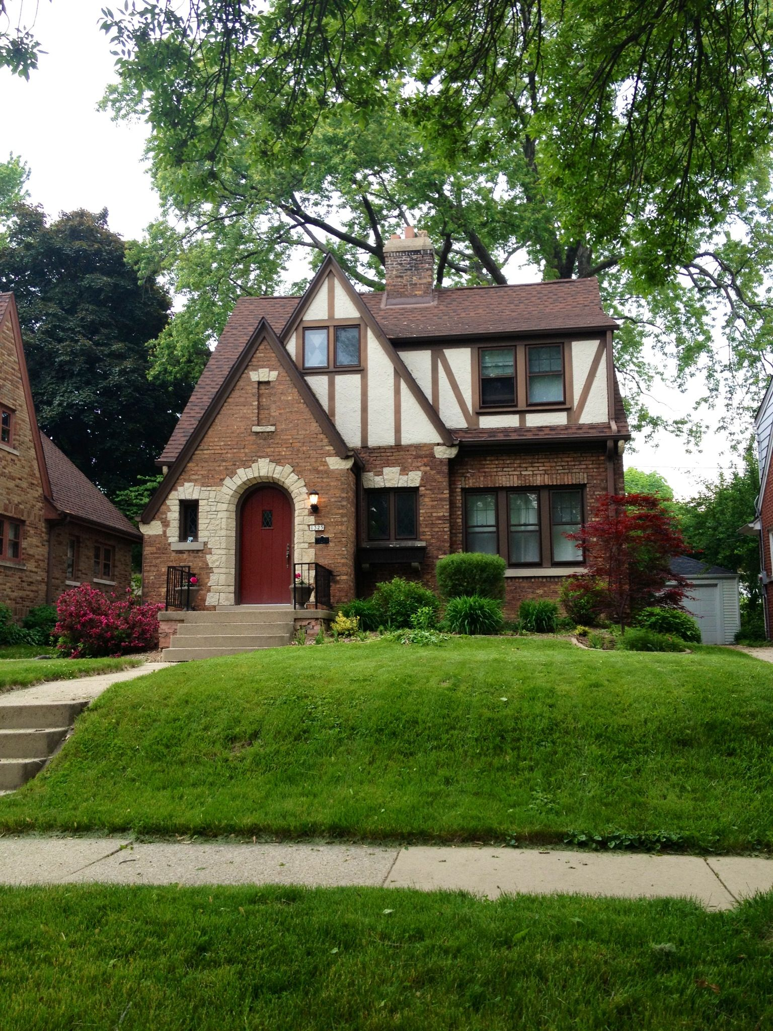 Adorable tudor style home reminds me of sugarhouse ut for Small tudor homes