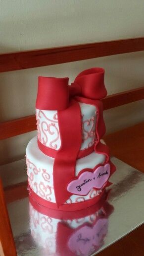Small wedding cake for Valentines Day
