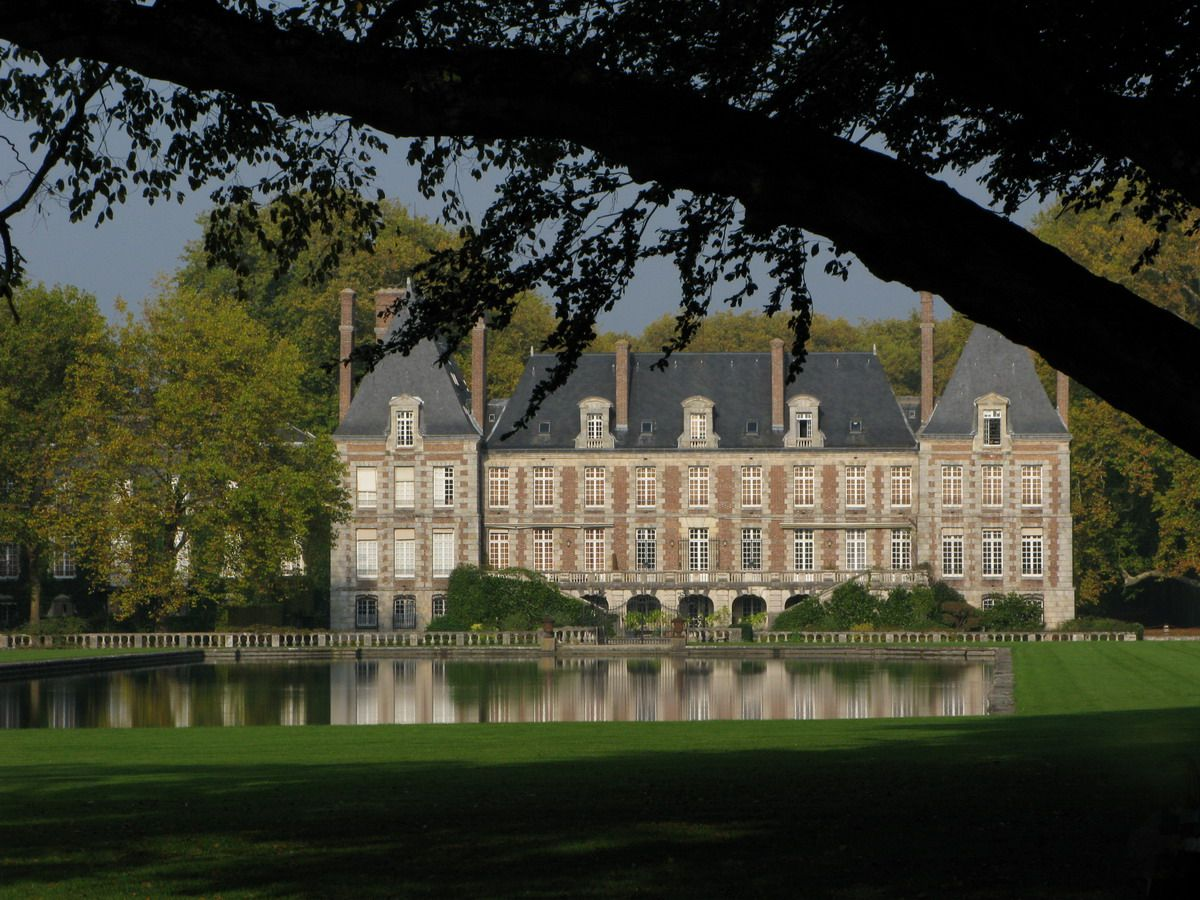 The 17th Century Château De Courances, Essonne. One Of The Most Beautiful  Châteaux