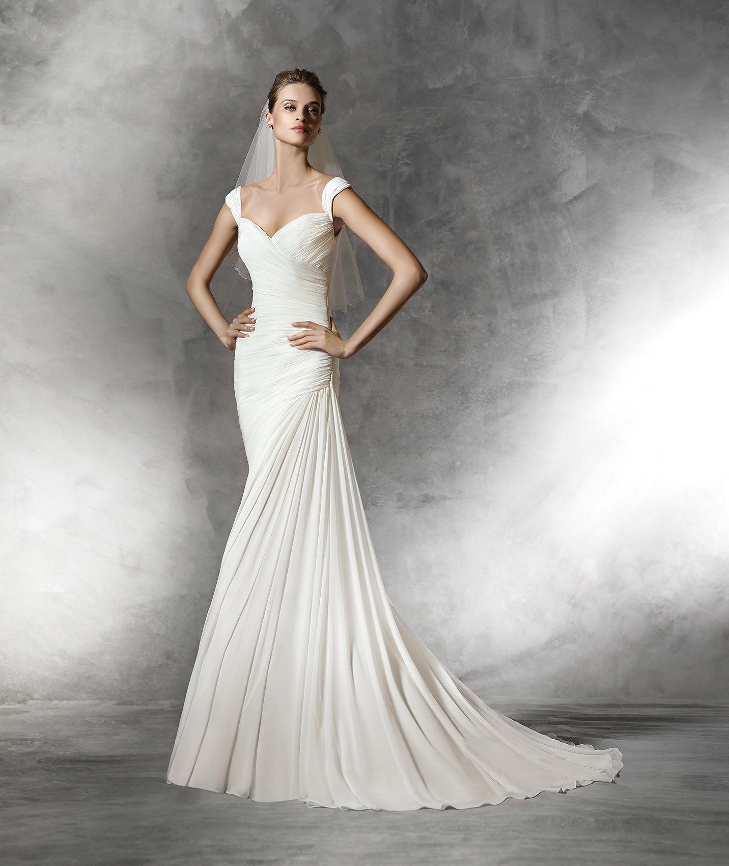 BENA - Vestido de novia moderno con escote de pico | Pronovias ...