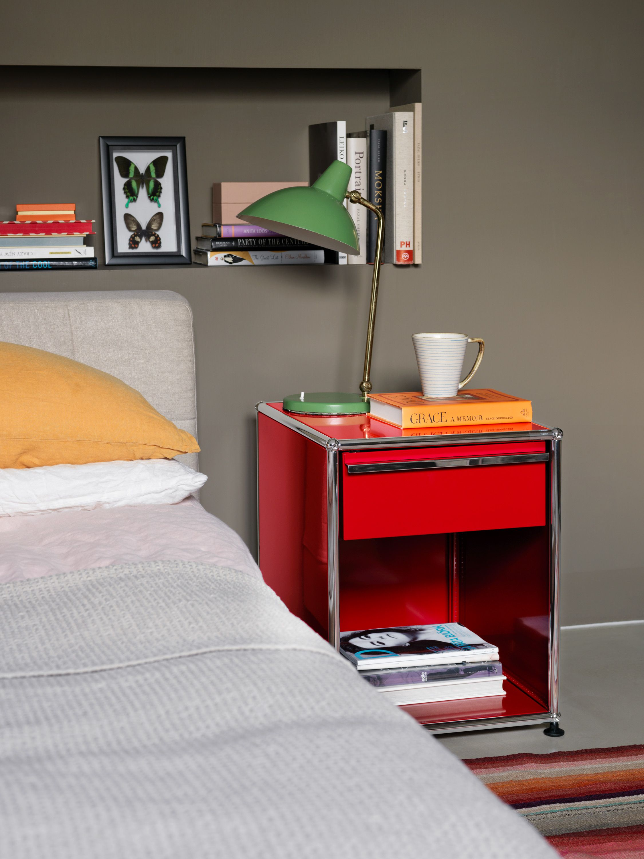 table de chevet usm haller coloris rouge chambre. Black Bedroom Furniture Sets. Home Design Ideas
