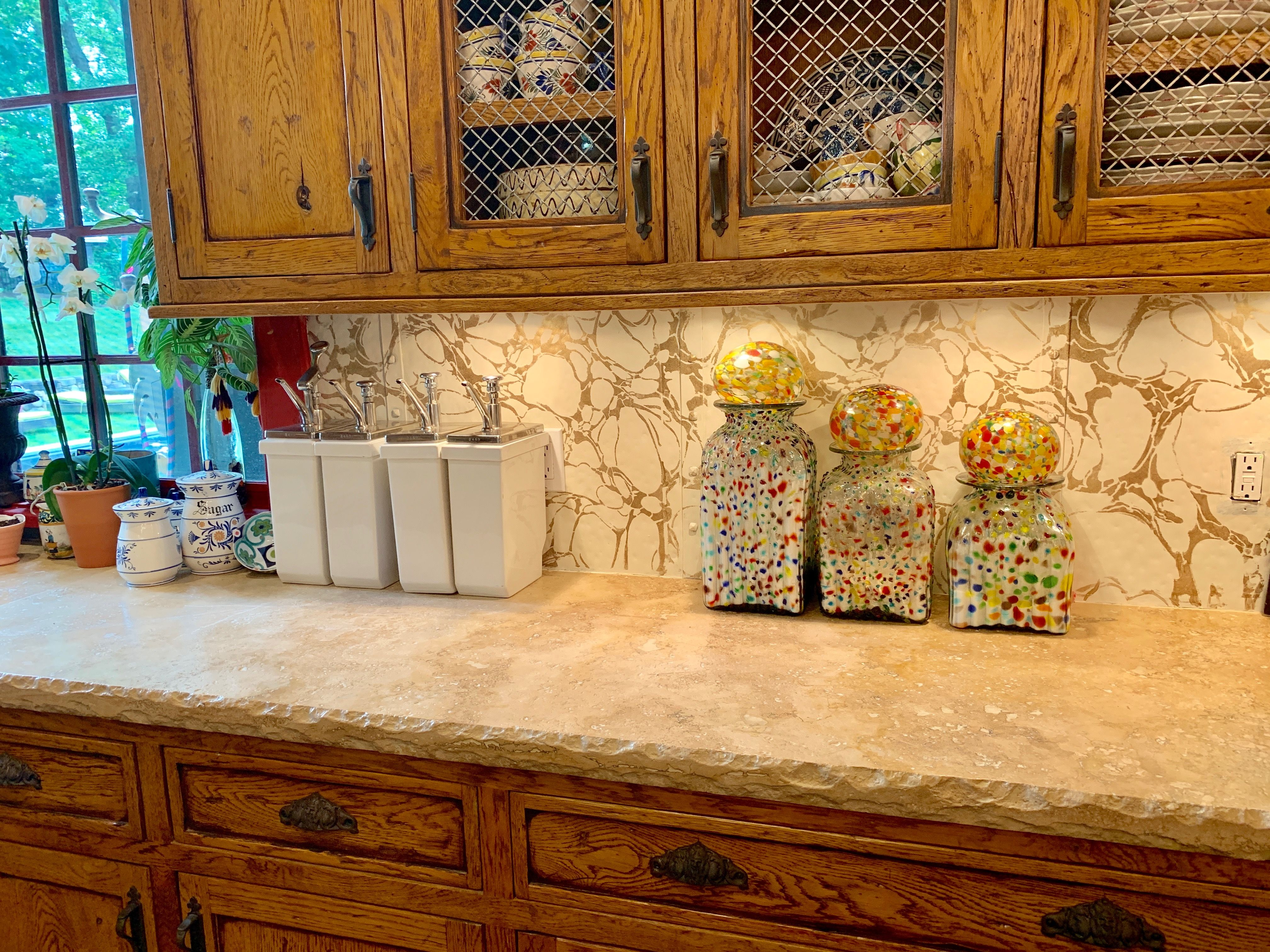 Faux Marble Backsplash Painted With Wallovers Marbleized Stencil Marbleized Marble Backsplash Wall Finishes