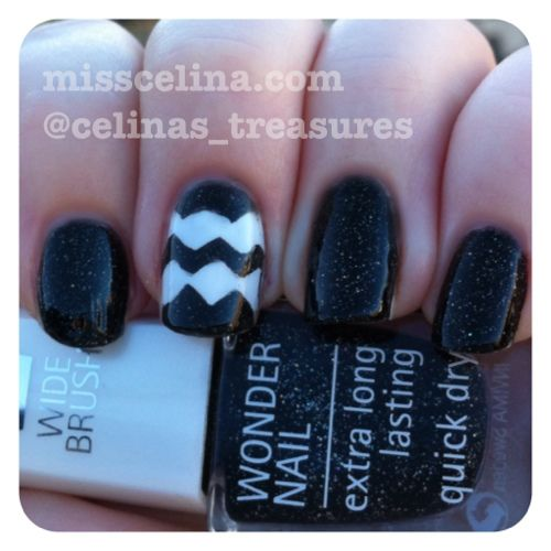 Chevron design and picture tutorial from March 2013 (NAIL ART BLOG MissCelinas). Used: IsaDora Black Galaxy and Essie Blanc.