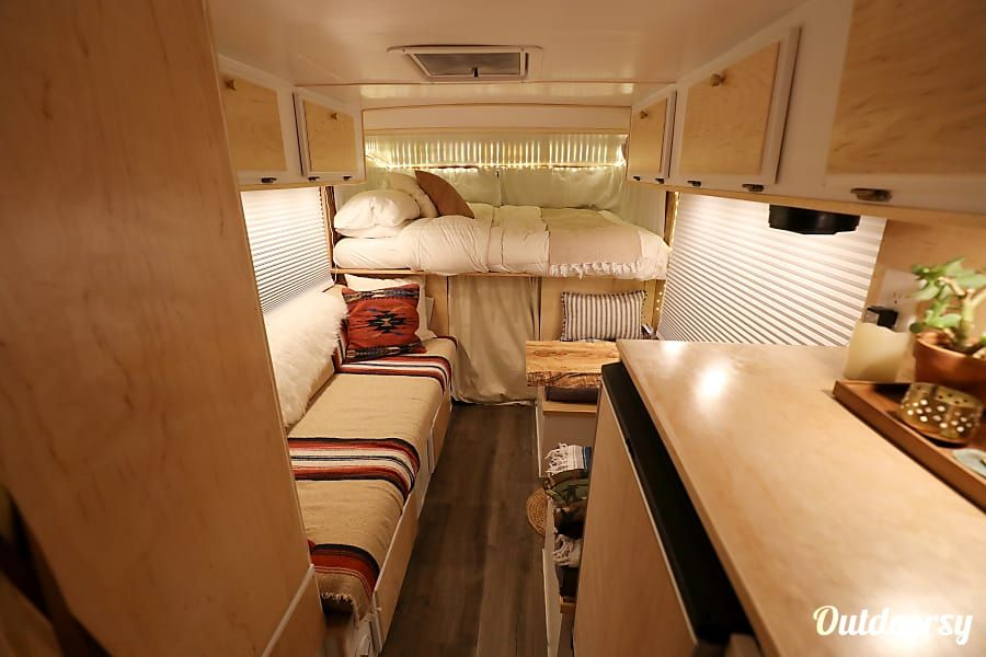 1986 Sunrader Classic Motor Home Class C Rental In Lakewood Co Outdoorsy Camper Interior Design Camper Interior Interior Design