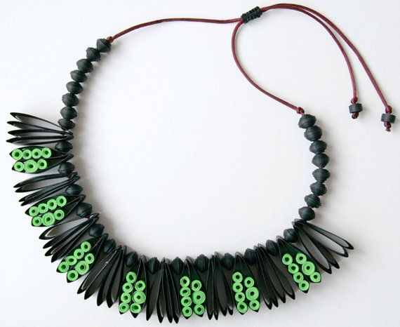 paper necklace handmade of quilled black & green cardstock      **** THIS NECKLACE IS NOT AVAILABLE AT THE MOMENT ****        At the beginning, the project