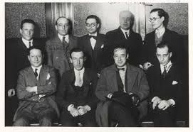 En los años veinte surgió un grupo de poetas excepcionales que renovó la poesía española del siglo XX.   Fue el homenaje a Góngora con motivo del tercer centenario de su muerte, el que dará nombre a la generación del 27.