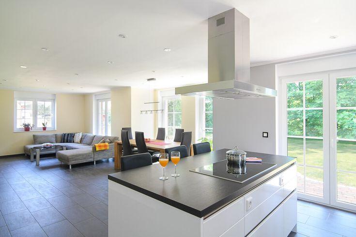 Offene Küche mit Kochinsel  Theke - Küchen Ideen Einrichtung - Küche Einrichten Ideen