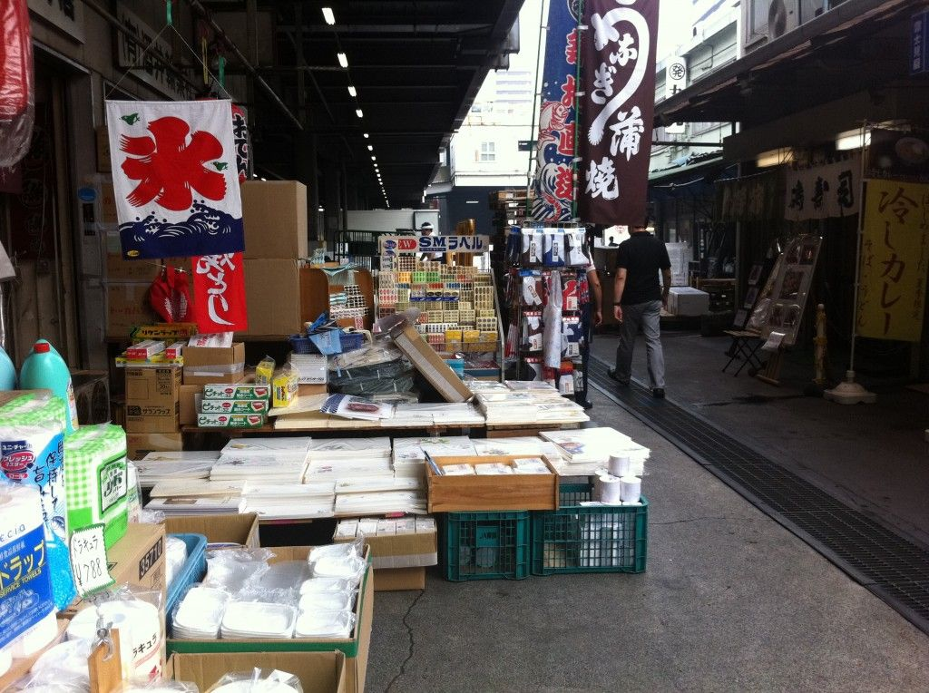 Tsukiji Fish Market  www.sojournerwalker.com