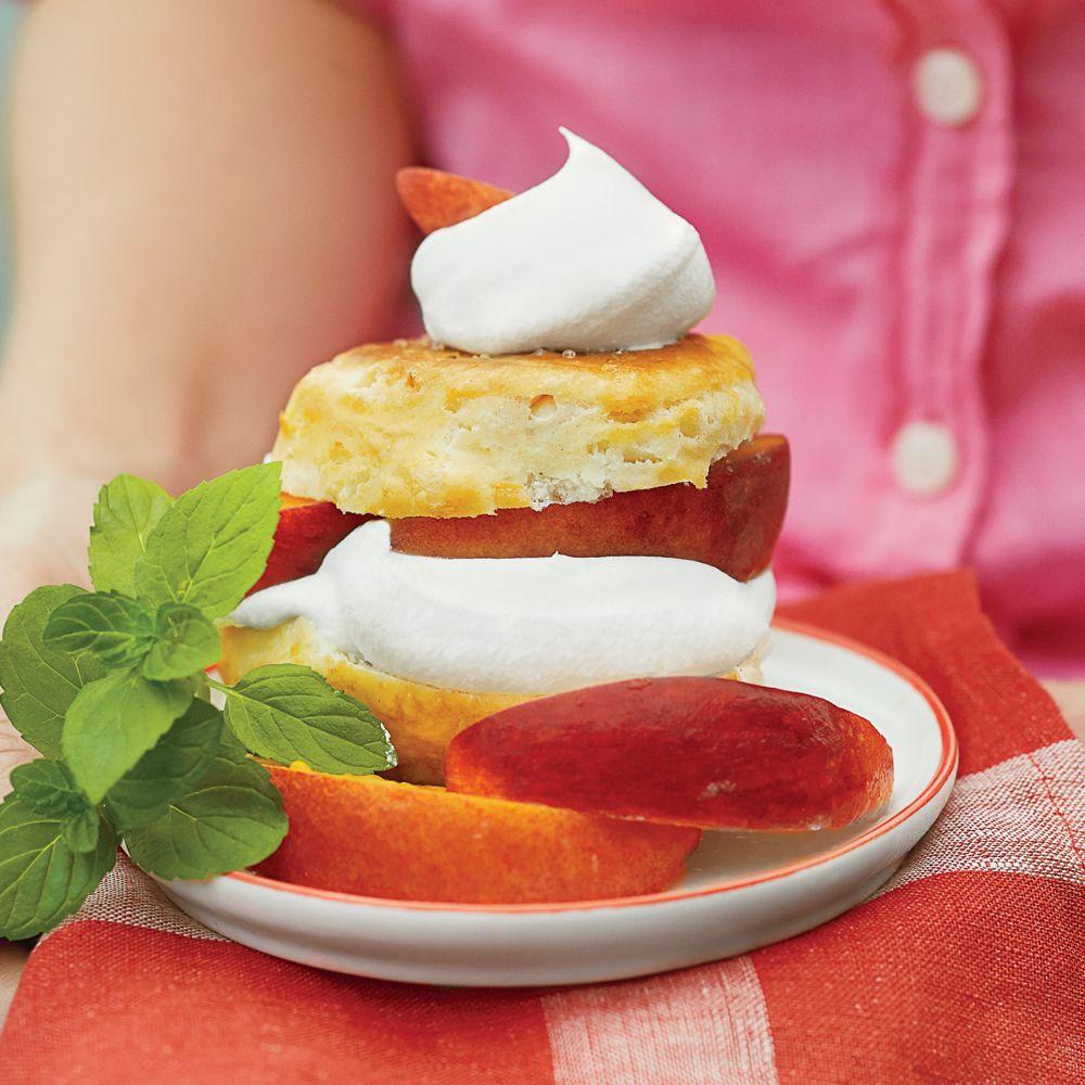 Peach Shortcakes with Ginger Cream Peach Shortcakes with Ginger Cream new foto