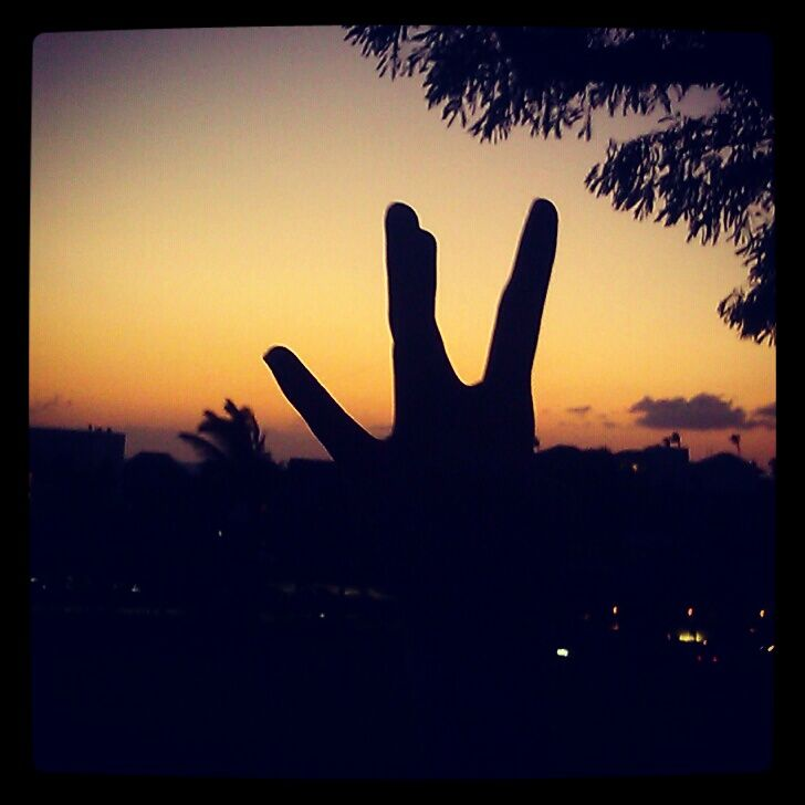 Throw your dubs up in Hawaii's Sunset.