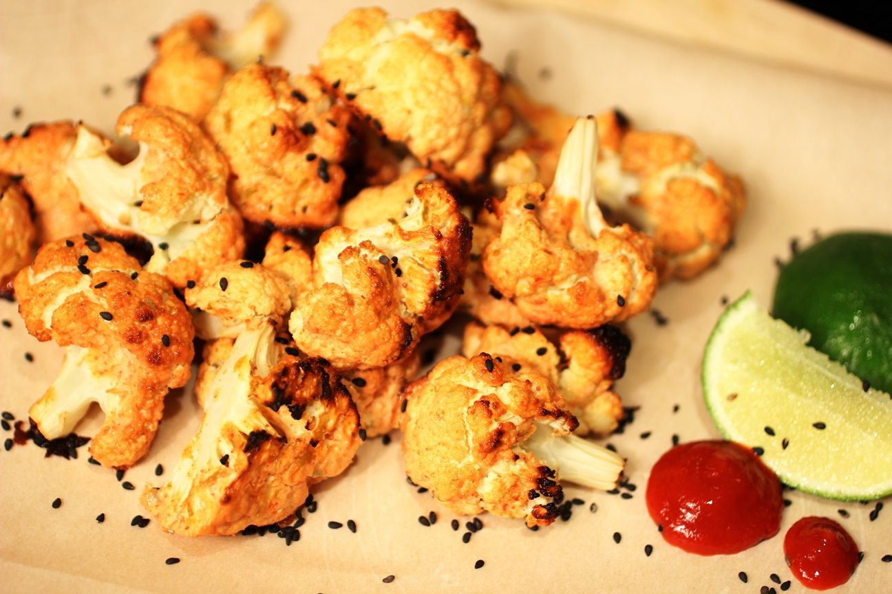 Roasted Honey Sriracha Cauliflower Bites by ELLICSRkitchen.ca #HealthySnack #Sriracha