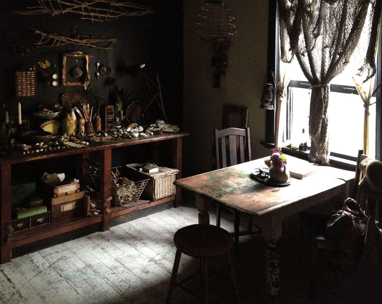 http://www.mrandmrscharlie.com/images/blog_images/large/dinningroom2.jpg