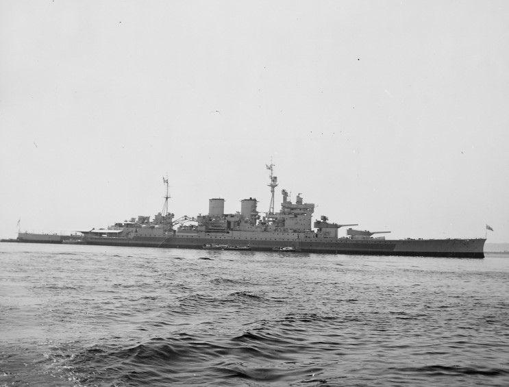 HMS Renown - incrociatore da battaglia ClasseRenown - Entrata in servizio20 settembre 1916 - Caratteristiche generali Lunghezza 242 m Larghezza27 m Pescaggio 9,68 m PropulsioneTurbine Parsons ad ingranaggi Quattro assi 120.000 Shp (89 MW) Velocità31 nodi (57 km/h) Autonomia3.650 mn Equipaggio1.181 - Radiata nel 1948 - Motto: Antiquae Famae Custos
